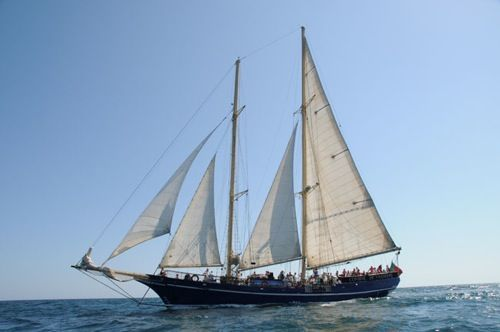 The Condor de Vilamoura sailing towards Benagil