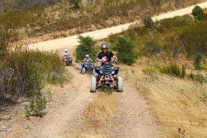 3 quads sur les chemins de terre en Algarve