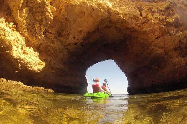 couple on kayaks - Joao d'Arens