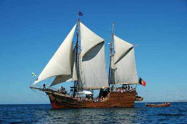 barco pirata Santa Bernarda navegando