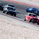 5 carros a fazer uma curva, com um carro vermelho na frentes, Autódromo de Portimão.