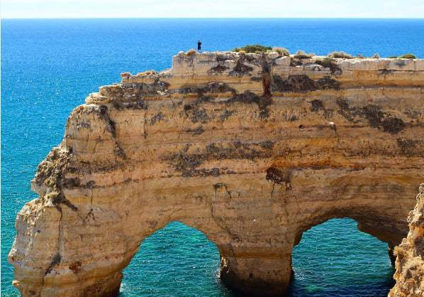Formations rocheuses de la plage de Marinha