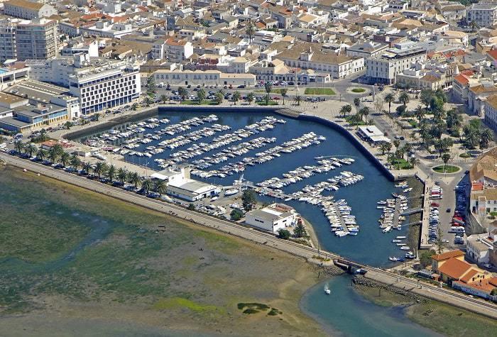 Vue aérienne de la marina de Faro