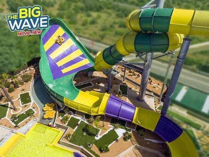 """atracción """"The Big Wave"""" de Slide and Splash"""