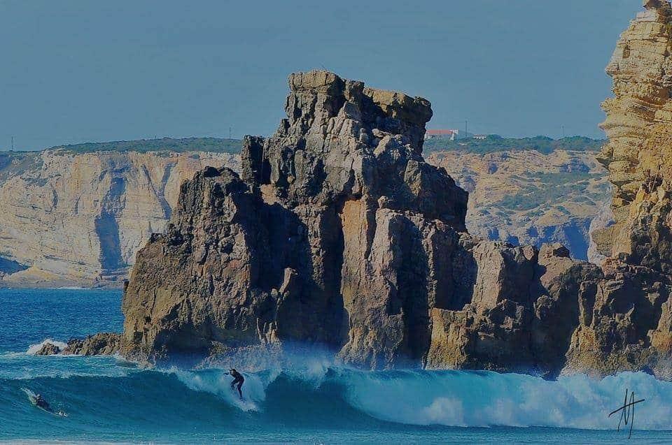 Des gens qui surf à Sagres