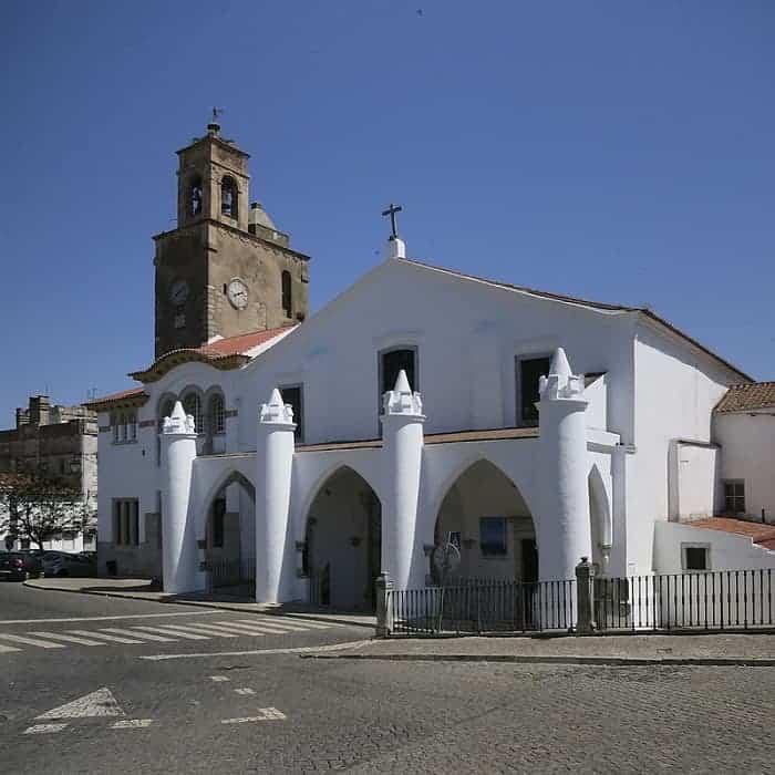 fachada de la Iglesia de Santa Maria da Feira