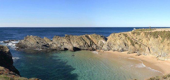 cala en bahía cerrada en Porto Covo
