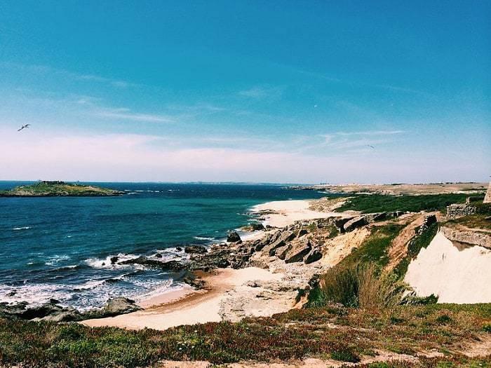 Ilha do Pessegueiro frente a la costa