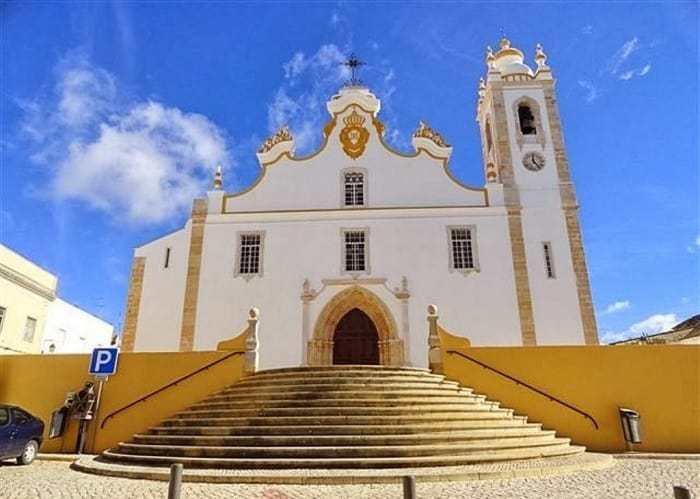 fachada principal de la Iglesia Matriz de Portimão