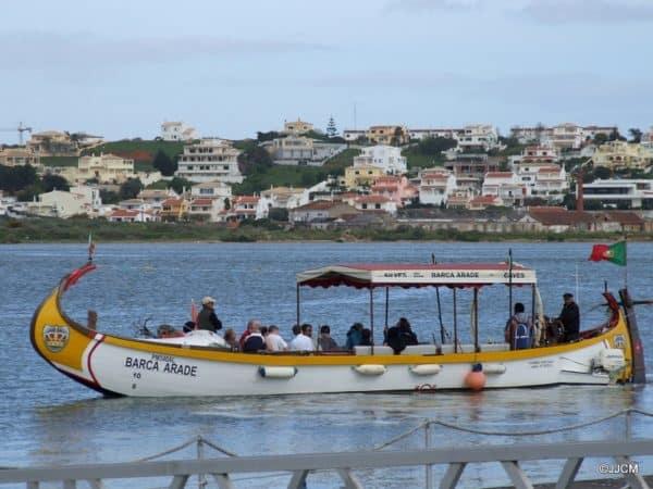 un bateau sur la rivière Arade