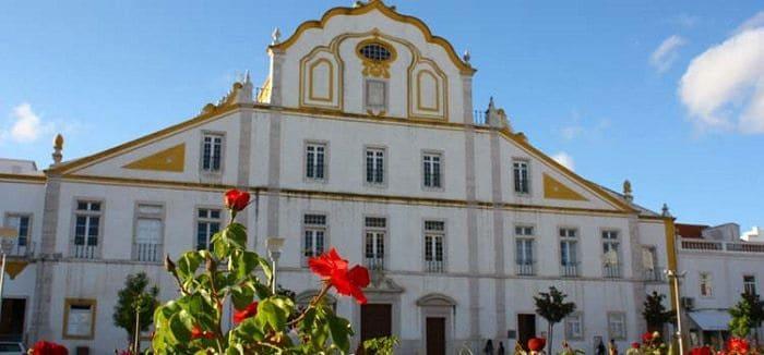 fachada principal de la Iglesia del Colegio de los Jesuitas - Portimão