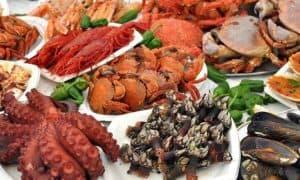 des fruits de mer au marché d'Olhao