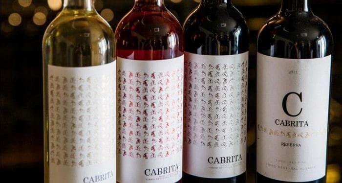 cuatro botellas de vino Cabrito