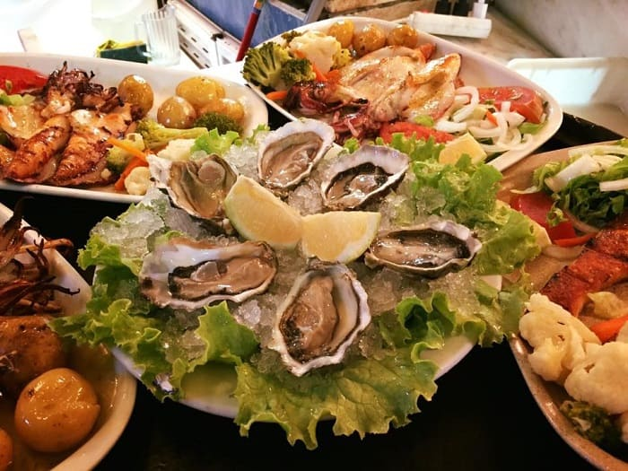Restaurante Rosa Branca Quarteira Harvest of seafood, oysters, shrimp, crab