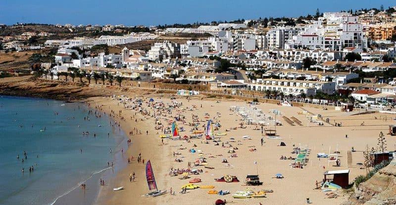 Praia da Luz con turistas