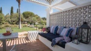 terraza de Vila Monte Farm con jardín y sofá