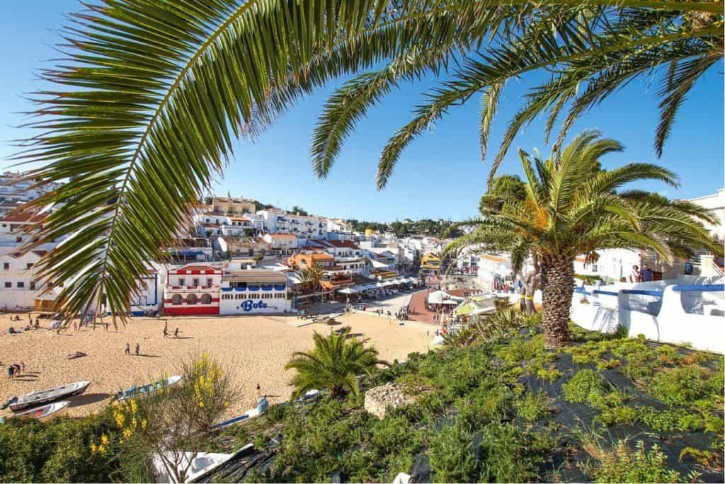 playa principal de Carvoeiro